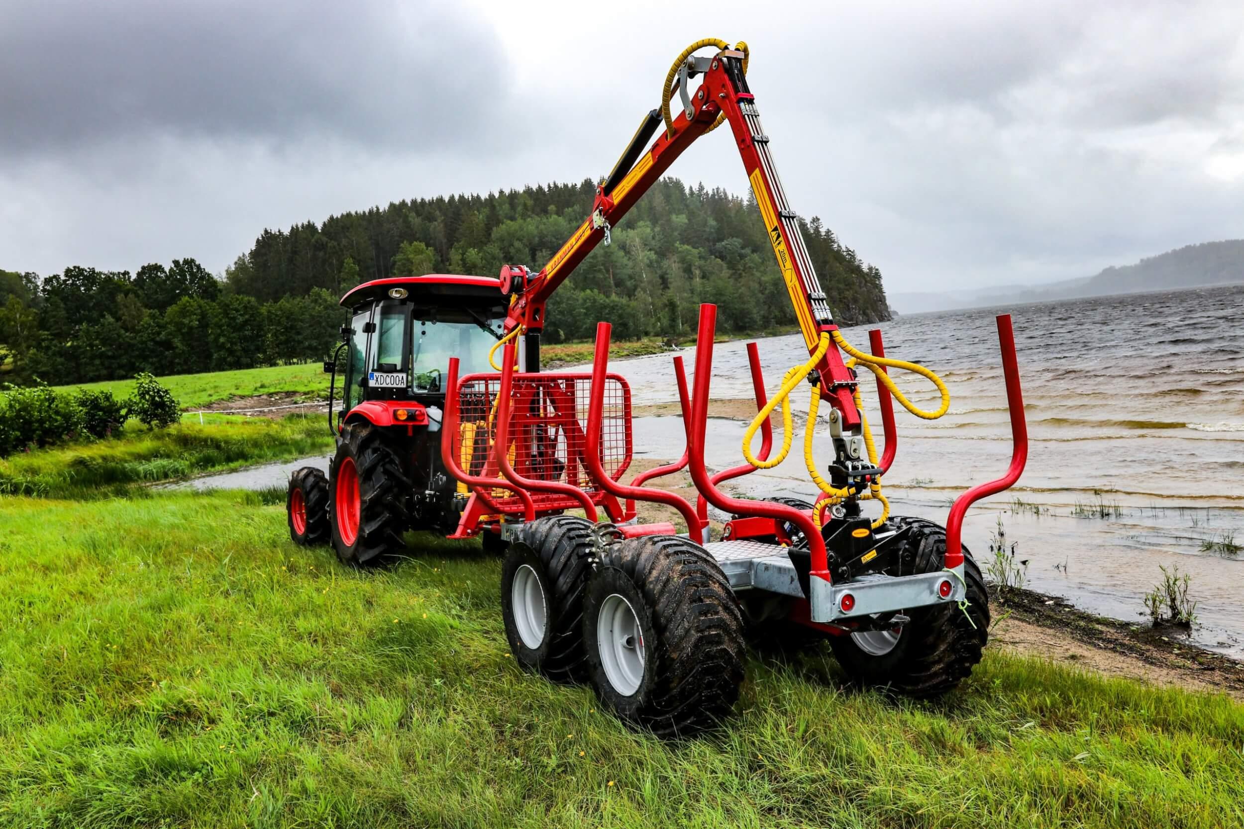 T5000ex bakifrån med traktor Branson